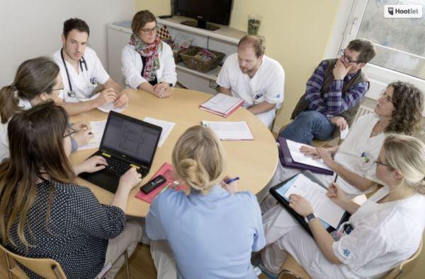 interdisziplinäres team runder tisch